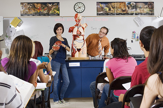 Teachers may have students present to the class to encourage participation.