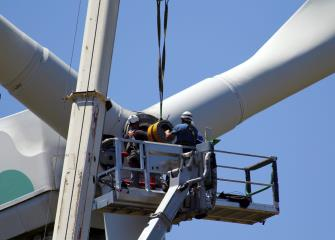 Wind Turbine Technicians : Occupational Outlook Handbook: : U.S. ...